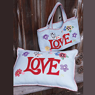 LovebagLoveCushion1_352